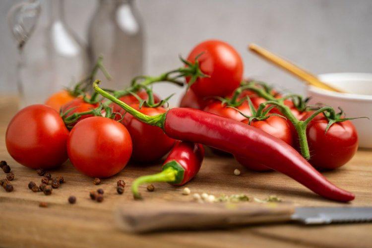 Chili con carne met kip, bonen en tomaatjes